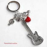 Portachiavi con chitarra note musicali e cuore