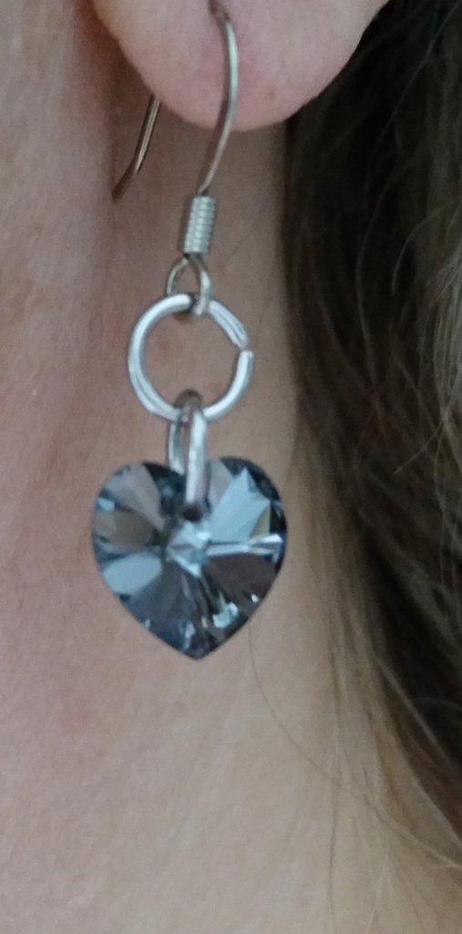 Orecchini pendenti con cristallo sw a forma di cuoricino color crystal silver night