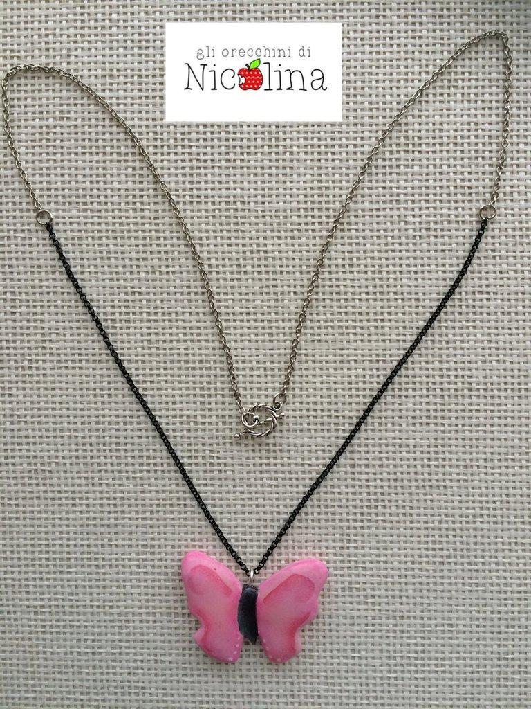 Collana lunga con farfalla rosa