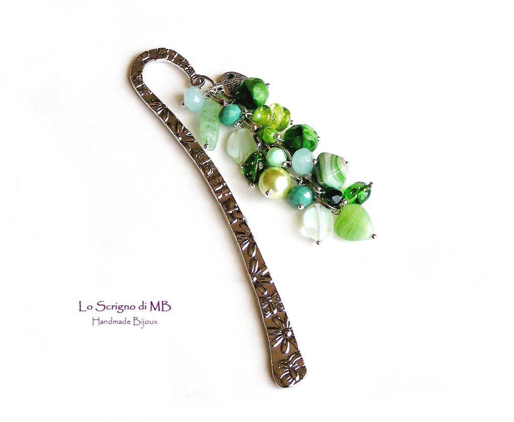 Segnalibro in metallo verde, charms colorati con perle di vetro