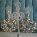 orecchini a cerchio color argento e acquamarina