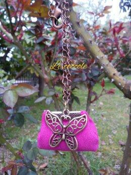 Collana con borsetta e farfalla