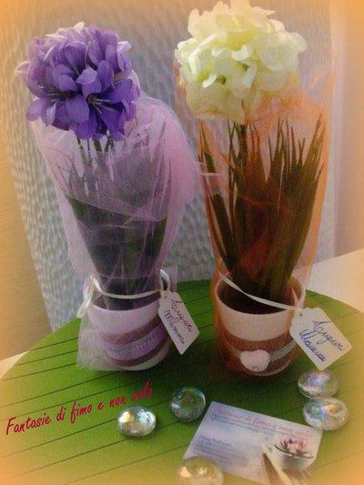 Piantine decorate in vaso di ceramica