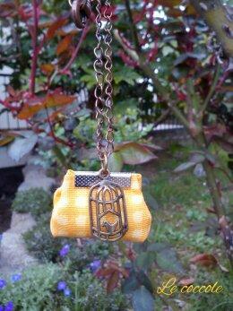Collana con borsetta gialla
