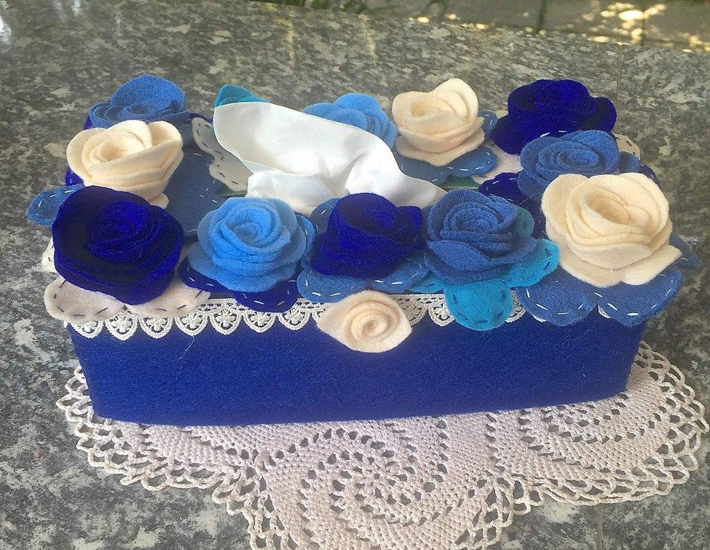 Scatola di feltro porta box per fazzoletti di carta rettangolare, blu con fiori sul blu e azzurro