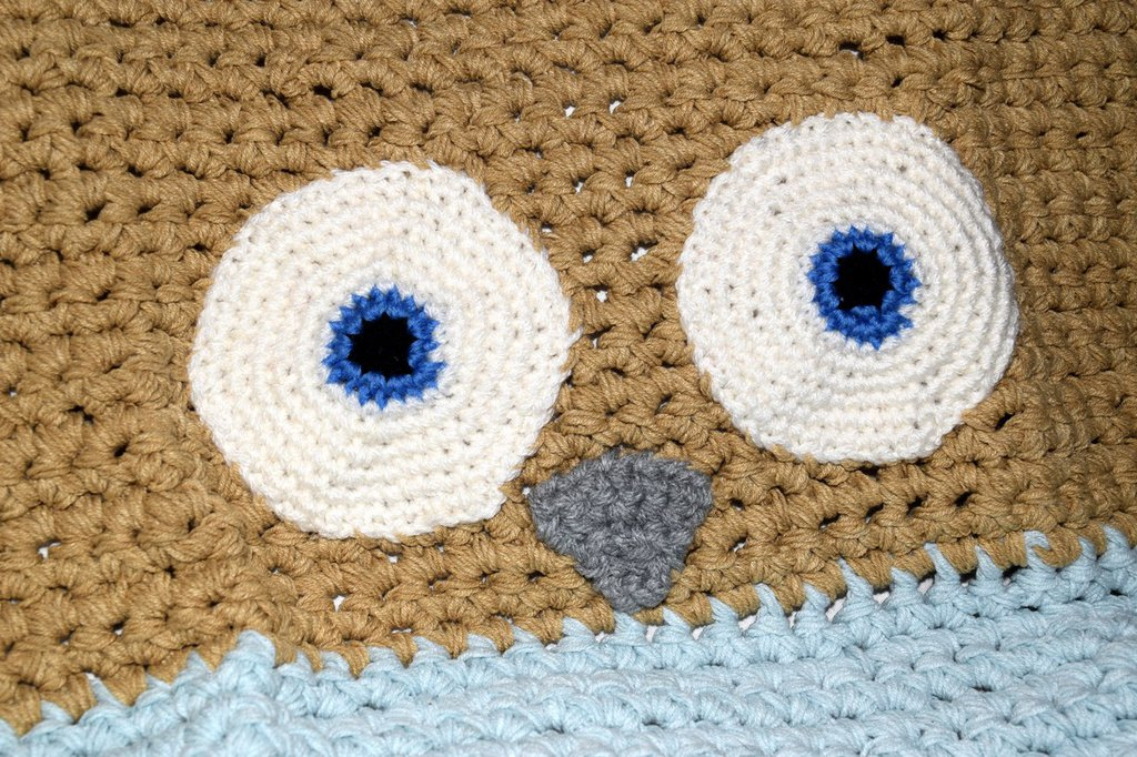 Copertina neonato cotone gufetto celeste e beige realizzata all'uncinetto