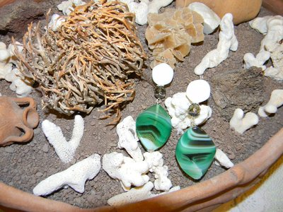 Orecchini agata verde e onice bianca