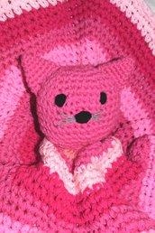 Copertina tonda neonato con gattino rosa all'uncinetto