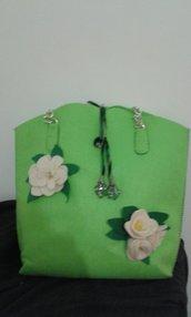Borsa di feltro con fiori in lana cotta fatti a mano