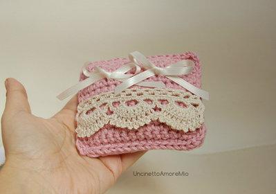 Portafedi - piccolo cuscino ad uncinetto in rosa antico con bordura  avorio - matrimonio romantico