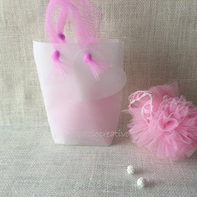 Sacchetto in carta pergamena operata con fiocco in tulle rosa  con cuore-bigliettino