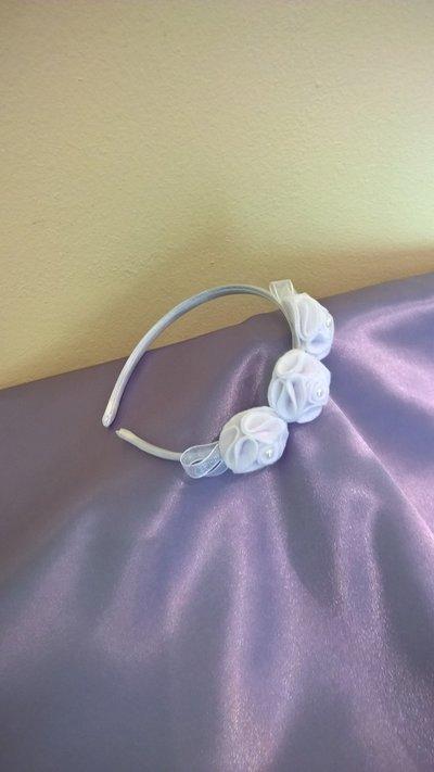 Cerchietto in raso bianco con roselline