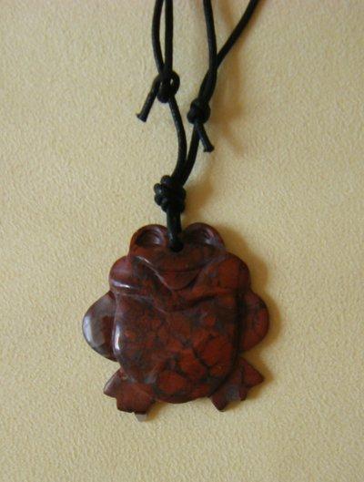 collana con ciondolo in pietra dura,  e   cordino nero
