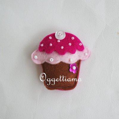 Colorati muffin in feltro come bomboniera: dolcetti come calamite per il suo battesimo, comunione o cresima!