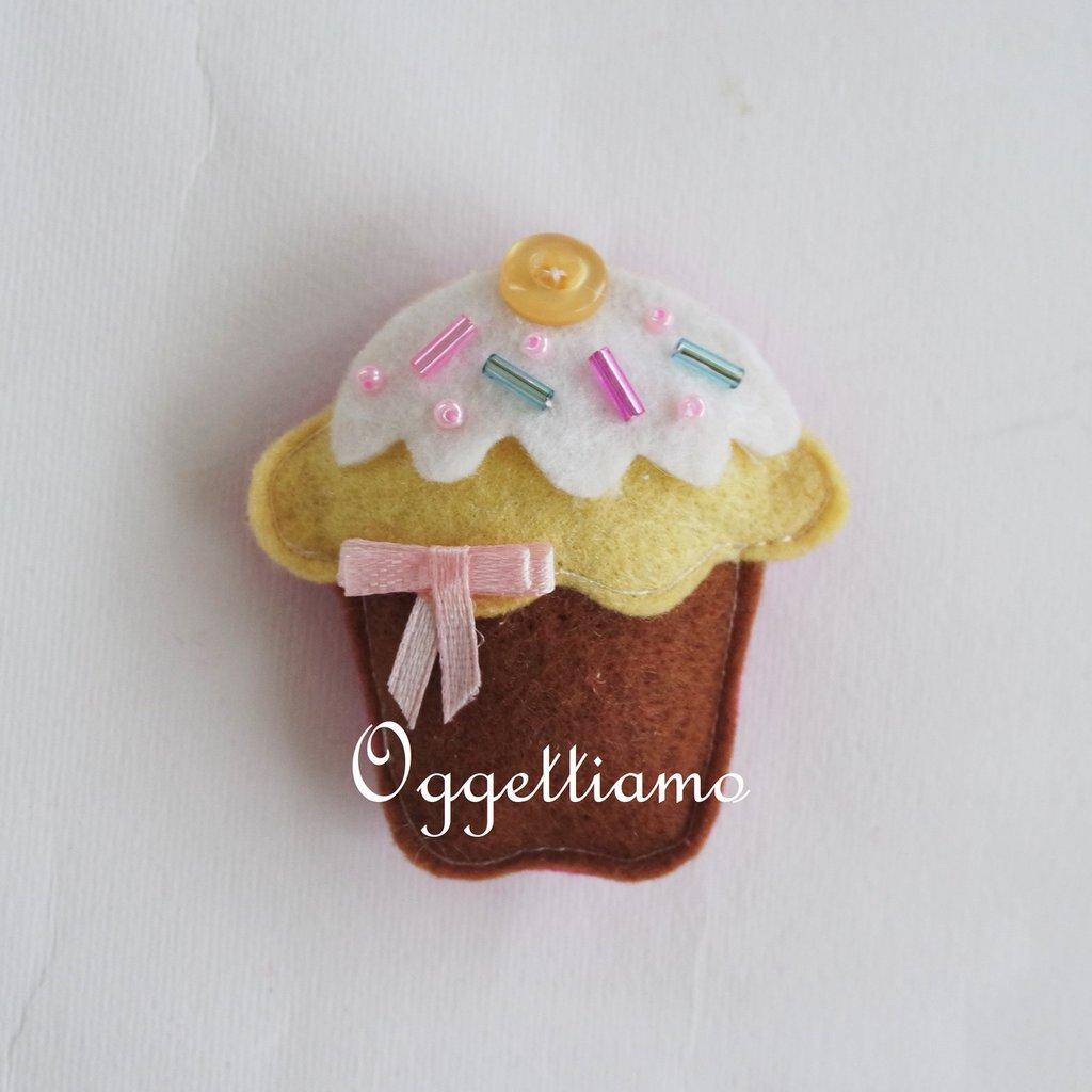 Muffin colorati come bomboniere: dolci calamite per il suo battesimo, comunione, cresima!
