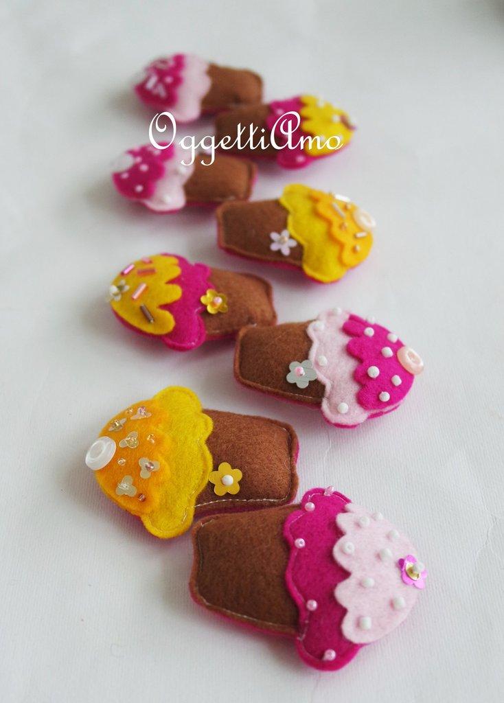 Set di 10 pasticcini in feltro fatti a mano per le bomboniere della tua bambina: colorate calamite personalizzabili!
