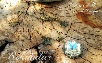 Collana cupola micromondo farfalla e licheni naturali bronzo bianco azzurro terrario