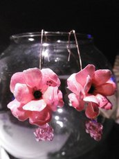 Orecchini con fiore fucsia e strass Swarosky nero e rosa
