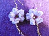 Orecchini con fiore lilla chiaro, strass Swarosky rosa