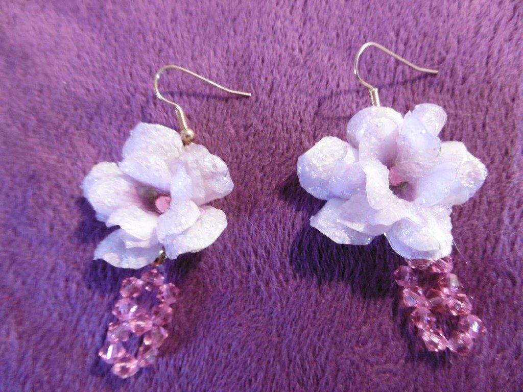 Orecchini con fiore rosa chiaro effetto ghiaccio con cristalli Swarosky rosa