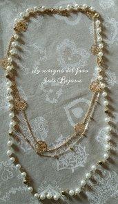 Collana multifilo con perle bianche e catena sottile dorata