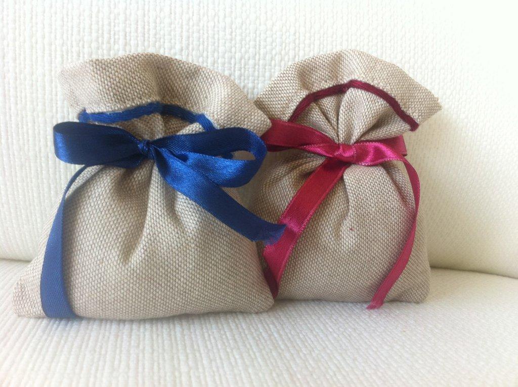 Sacchetti-Bomboniere matrimonio in misto lino naturale,rifiniture blu e bordeaux- Dimensione 12x10 cm-Rustic chic