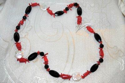 Collana onice, radice di corallo, perle