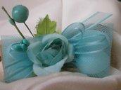 Bomboniera fiocco di iuta e fiore azzurro tiffany