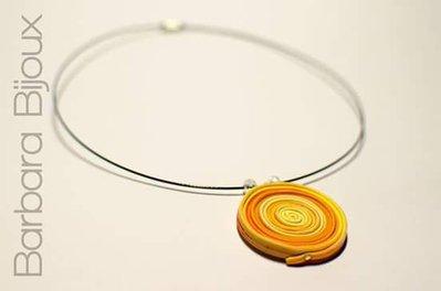 Collana realizzata a mano in pasta polimerica nelle sfumature del giallo e arancione.