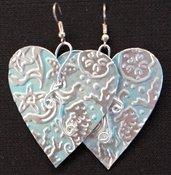 orecchini pendenti in alluminio a cuore azzurri fatti a mano