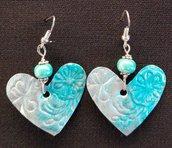 orecchini pendenti in alluminio a cuore con perle in vetro verde acqua fatti a mano