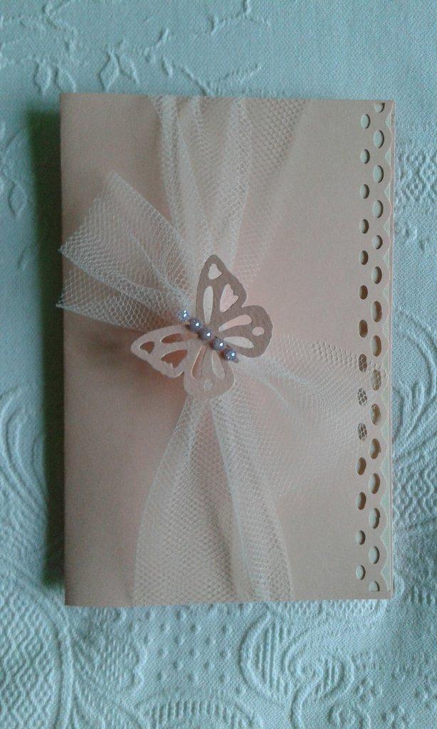Partecipazione matrimonio in cartoncino cipria, tulle, farfalla e strass