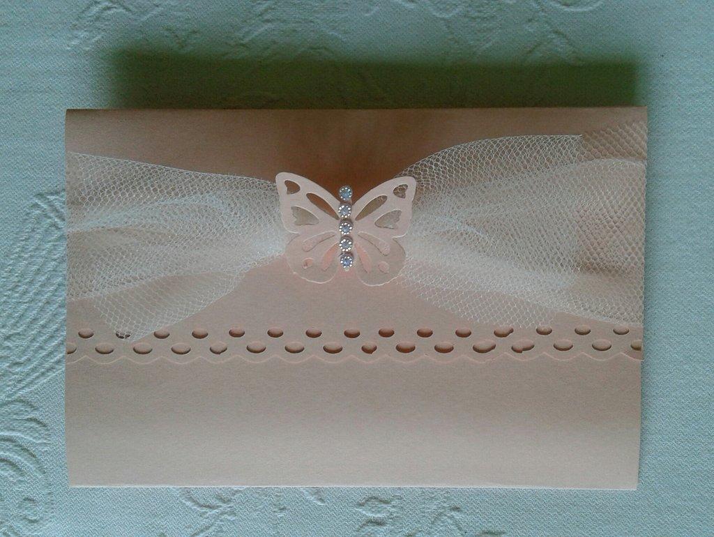 invito partecipazione di matrimonio in color rosa cipria con tulle, farfallina e strass