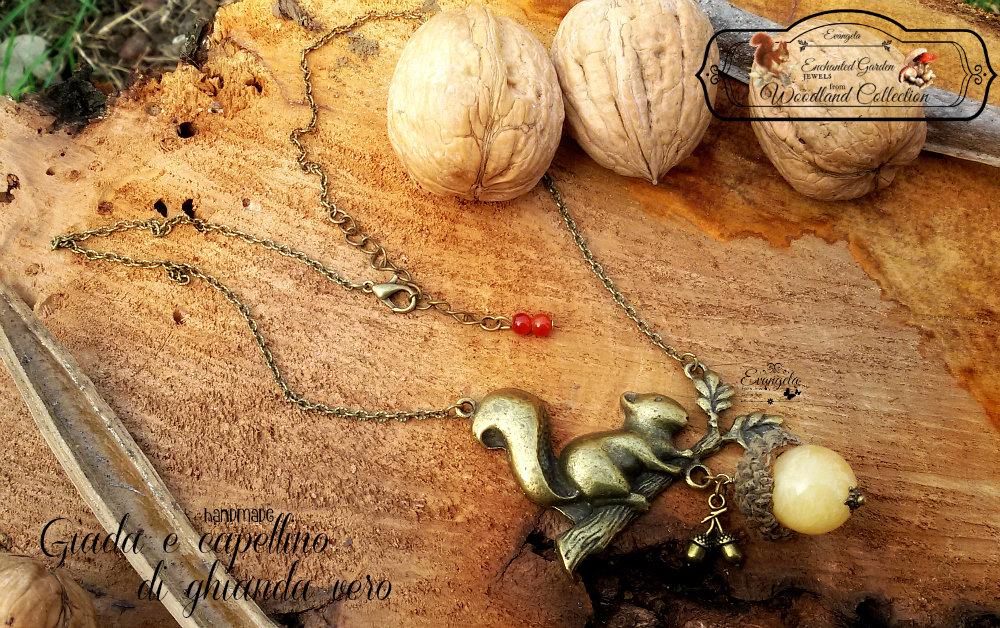 Collana scoiattolo ghianda giada bronzo