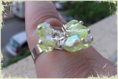 Anello donna regolabile con perline gialle trasparenti