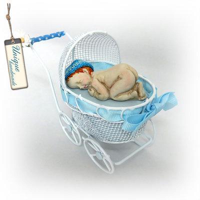 Carrozzina con neonato