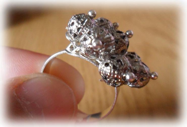 Anello regolabile tutto in metallo argentato