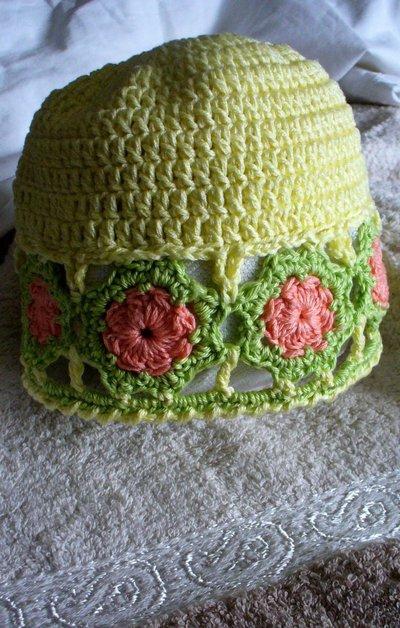 Cappellino estivo giallo a fiori