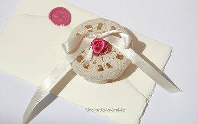 Portafedi matrimonio: scatolina tonda ad uncinetto color crema