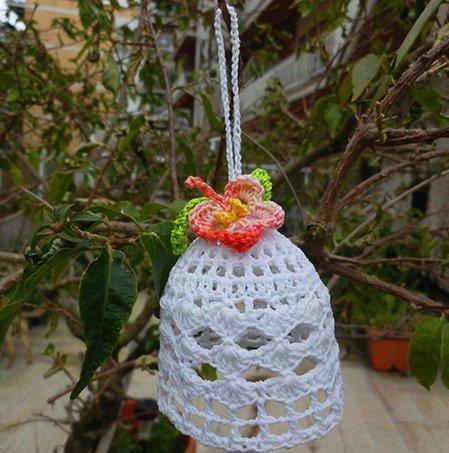 Bomboniera 4 Campanelle inamidate decorate con fiore uncinetto