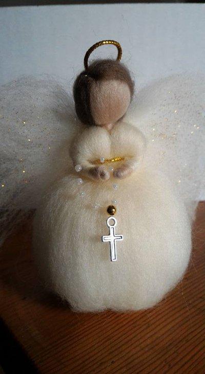 ANGIOLETTO CON CROCE in lana cardata fatto a mano