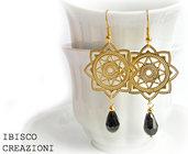 Orecchini con filigrana oro e perla nera