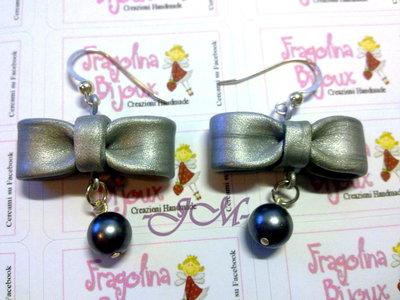 Orecchini pendenti fiocco color argento