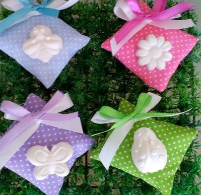 Bomboniera cuscino portaconfetti con gessetto profumato