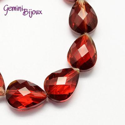 Goccia in vetro sfaccettata rosso trasparente mm. 18x13x10