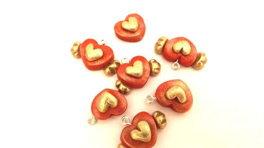 - fimo - CIONDOLI ANTICHIZZATI   - CUORE   ROSSO  - bomboniera, idea regalo, compleanno, portafortuna