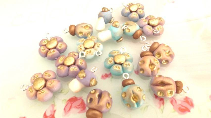 FIMO - UNA COPPIA di CIONDOLI A SCELTA CHARMS ESTATE - colori PASTELLO antichizzati LILLA o CELESTE   - bomboniera idea regalo
