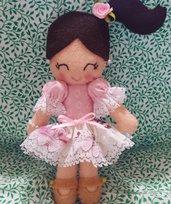 Bambolina in pannolenci con vestitino rosa