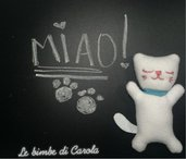 Gattino - pupazzo cucito e ricamato a mano