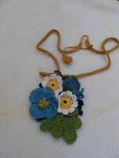 Mazzolino di fiori, spilla e pendente